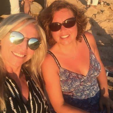 Een Ibiza verhaal: 2 chica's met ballen!